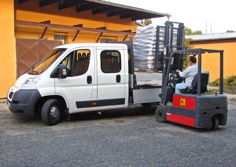 Peugeot Boxer z naší půjčovny dodávek - ideální vůz pro vaši stavbu